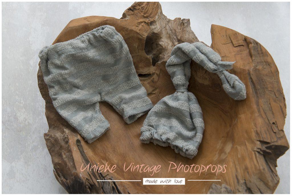 Newborn broekje + mutsje stripe grey