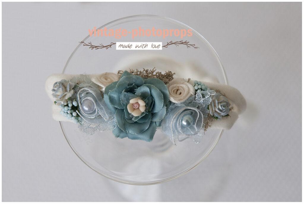 Newborn tieback baby-blue flower op créme