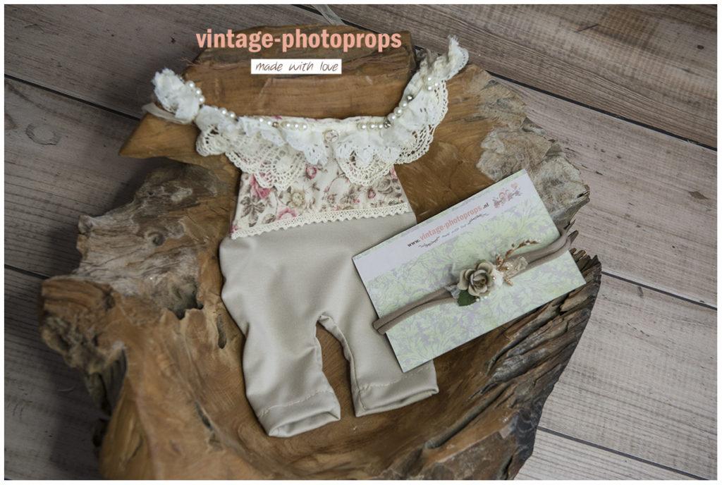 Newbornromper vintage roses+ tieback brown